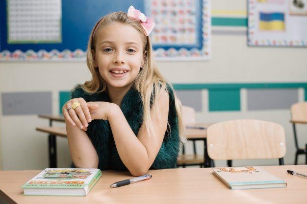 girl-desktop-classroom_23-2147664154